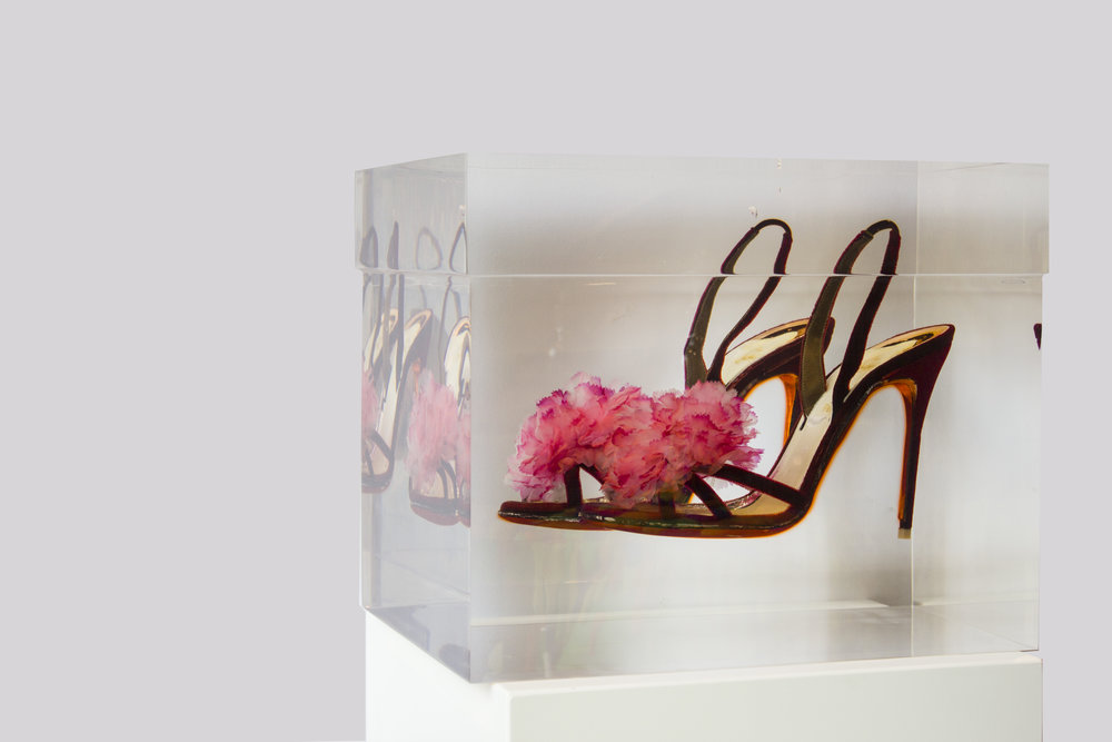 Girl Dancing Over The Fire - 2014Resin, Louboutin shoes1/134,5 x 24 x 26,4 cm
