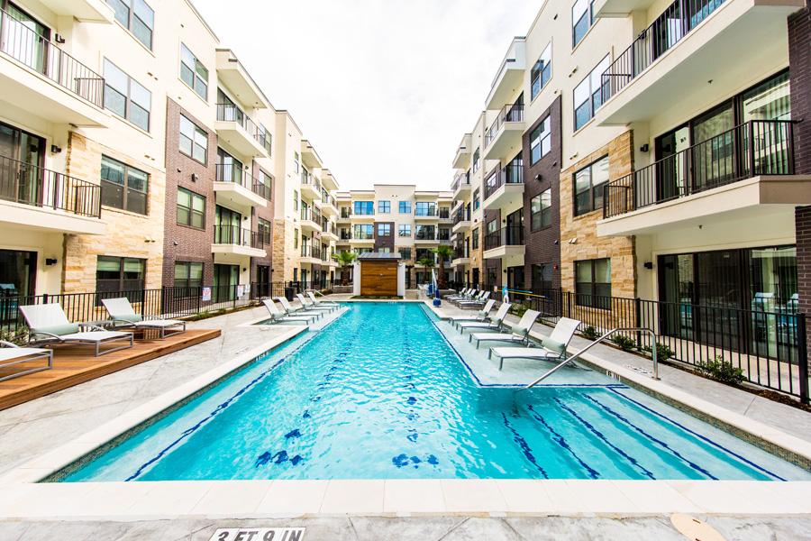 Marq 31 - Houston, Texas (Interior Courtyard and Pool)