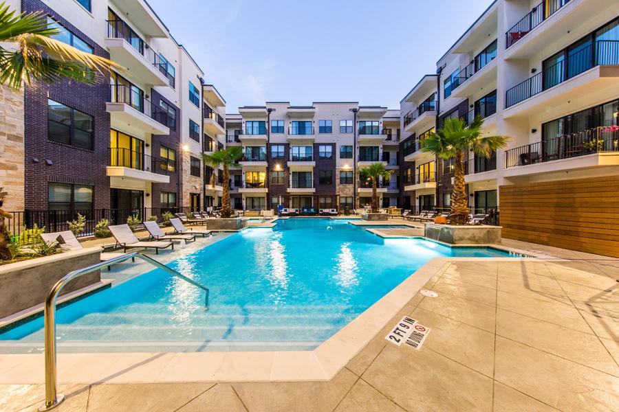 Marq 31 - Houston, Texas (Interior Courtyard & Pool)