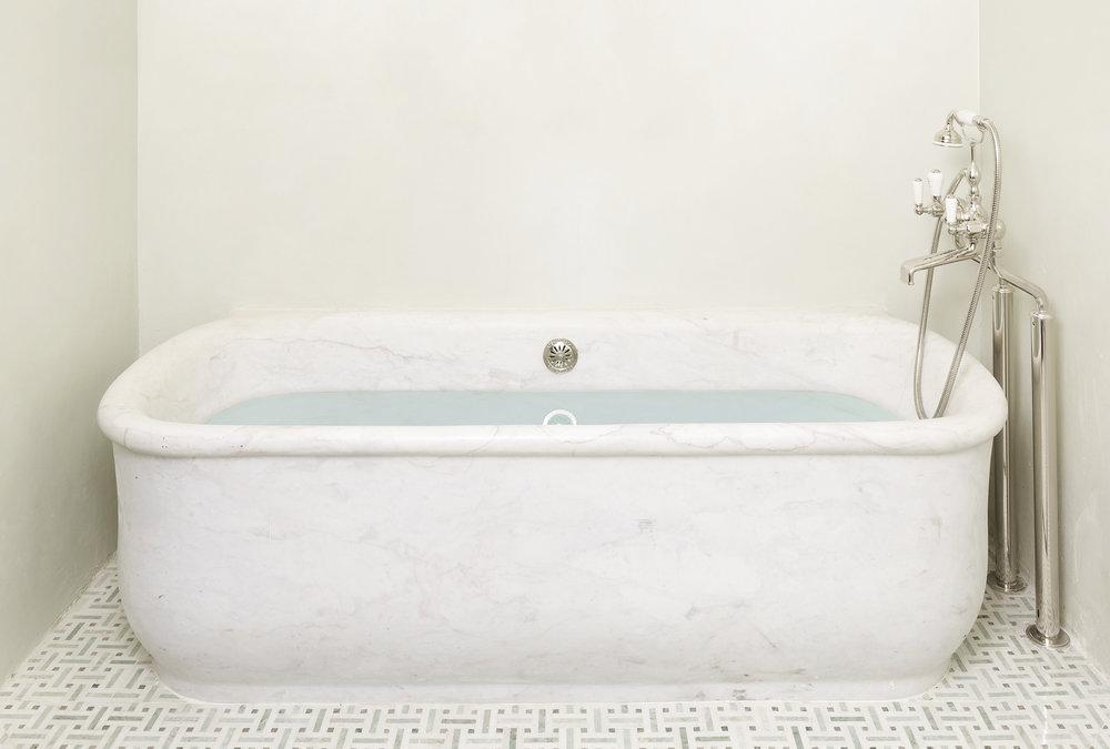 138Ninth_Base_BathTub.jpg