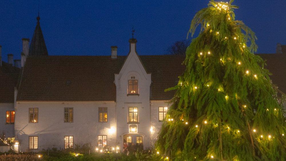 christmas-market-castle.jpg