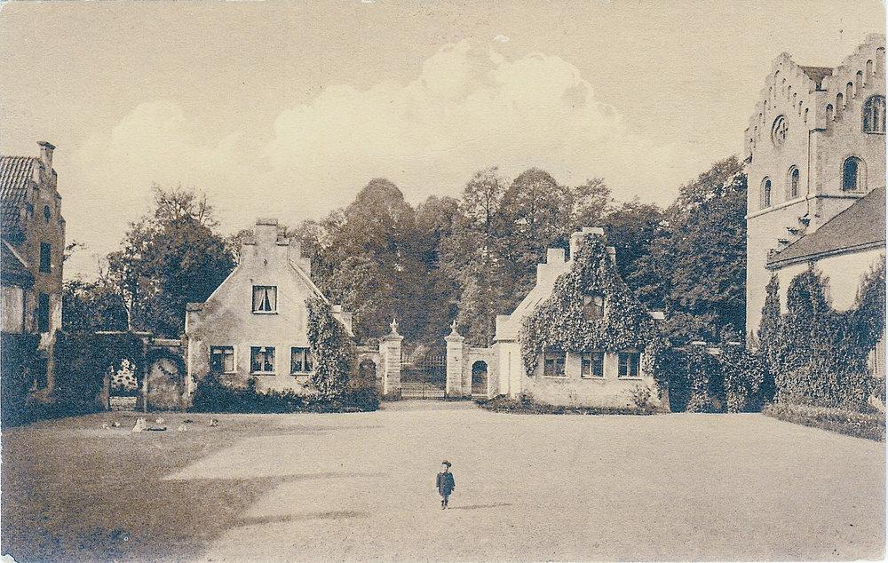 Carl-Philip Bonde på Borggården ungefär 1910