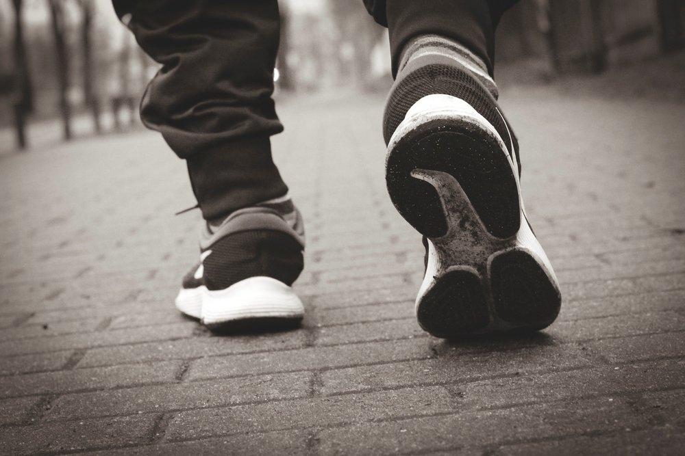 sports-shoes-3994967_1920.jpg