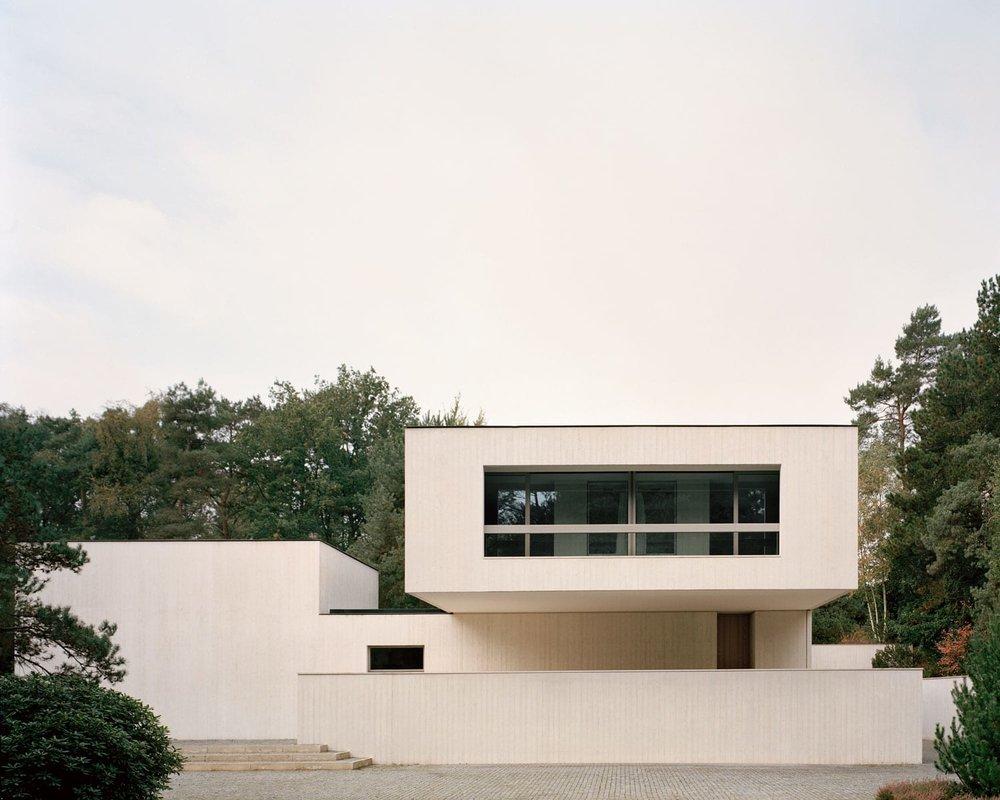 Villa-Waalre-Eindhoven-by-Russell-Jones-Yellowtrace-02.jpg