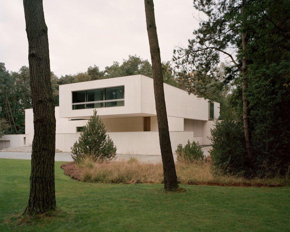Villa-Waalre-Eindhoven-by-Russell-Jones-Yellowtrace-01.jpg