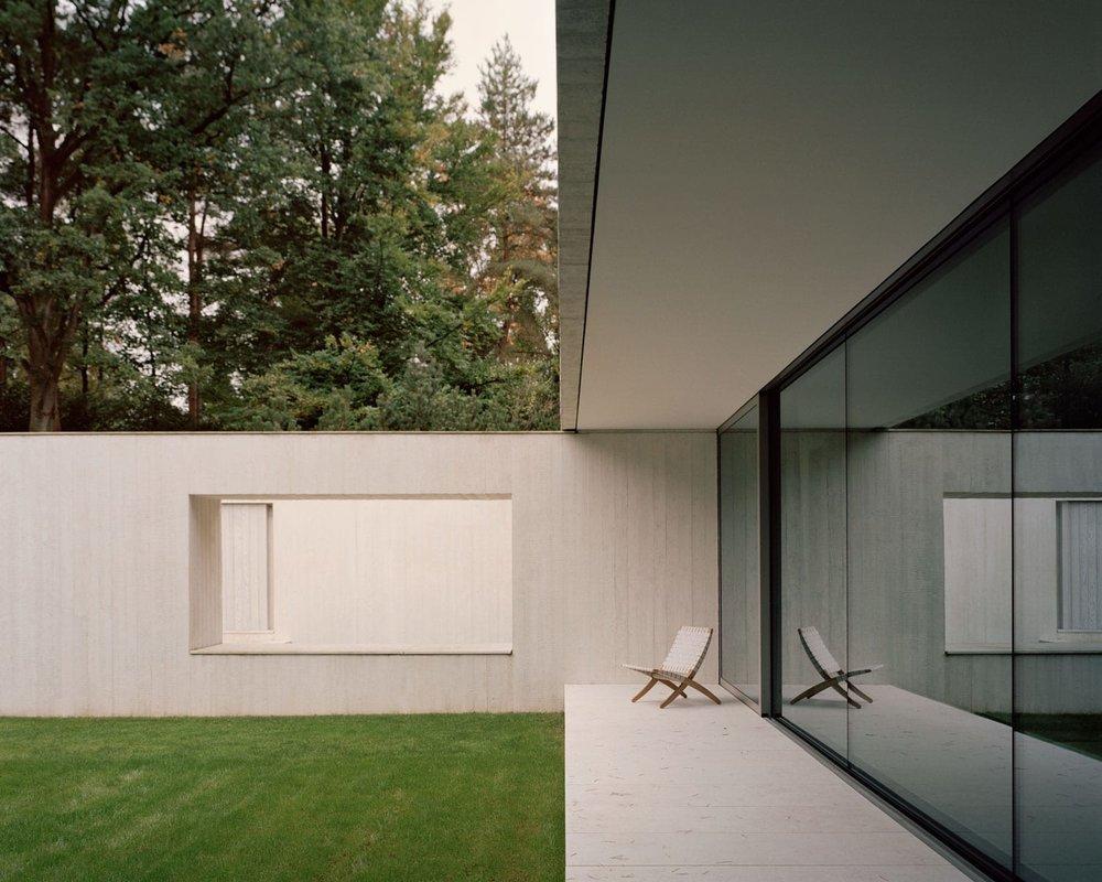 Villa-Waalre-Eindhoven-by-Russell-Jones-Room on Fire-09.jpg