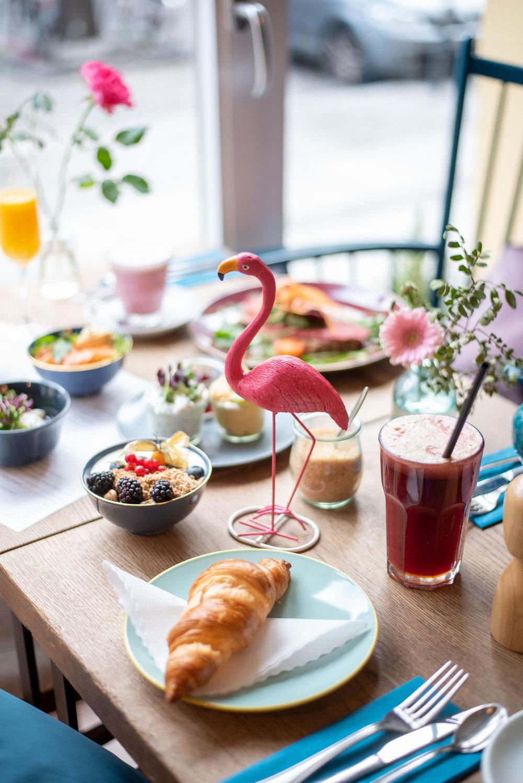 flamingocroissant.jpg