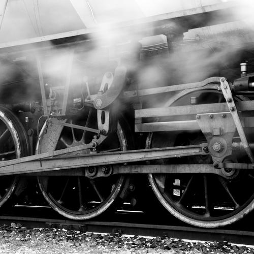 Steam_locomotive_running_gear.jpg