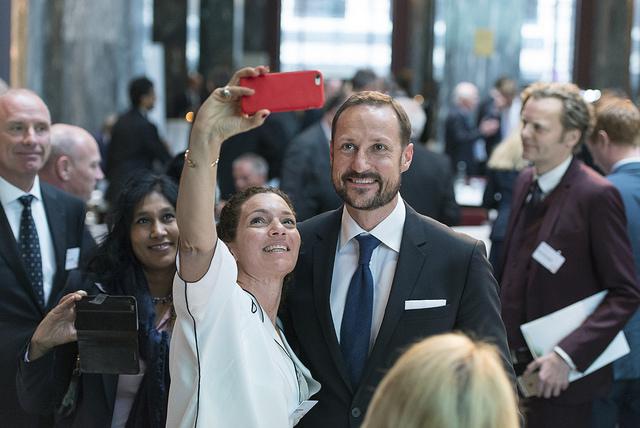 2016 Honouree, Sarah Beydoun, with HRH Crown Prince Haakon of Norway during the 2016 Summit