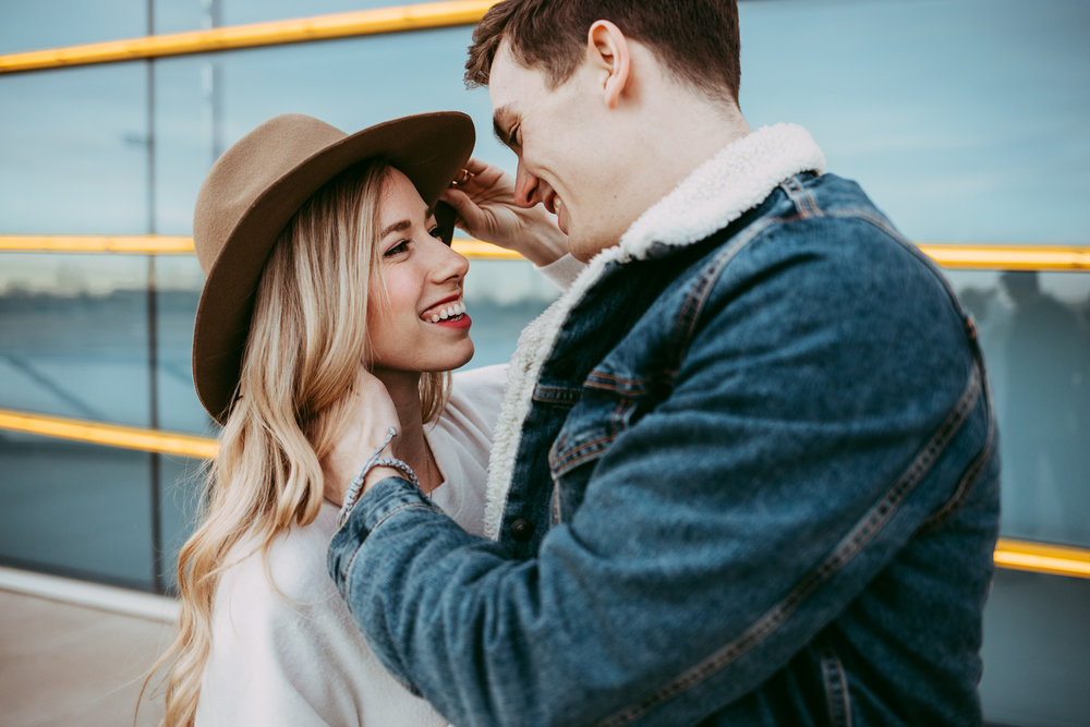 Romantic photo of casual couple about to kissing in Oklahoma City by Amanda Lynn.
