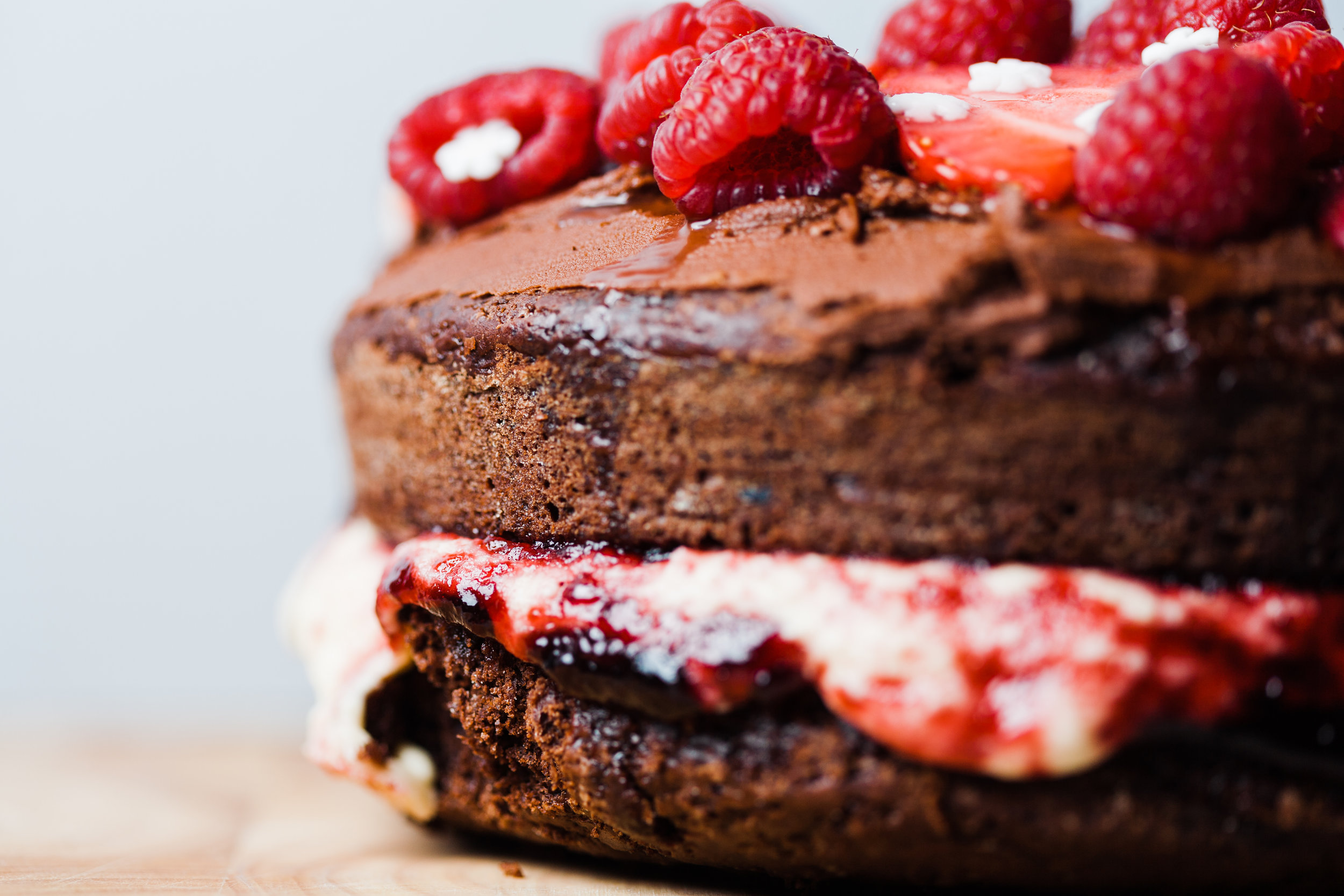 This is simply THE BEST vegan chocolate cake. Your family and guests will be asking for this again and again. You have been warned! www.realfamilyjourney.com #vegan #chocolate #cake #strawberries