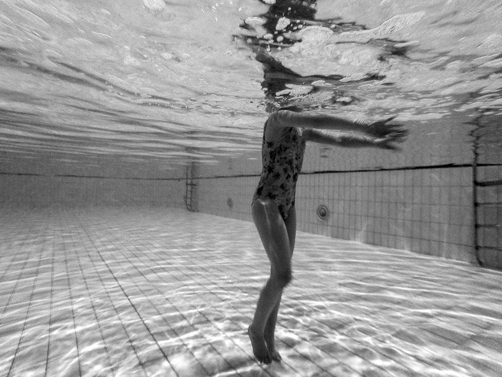underwater_swimming_pool-1.jpg