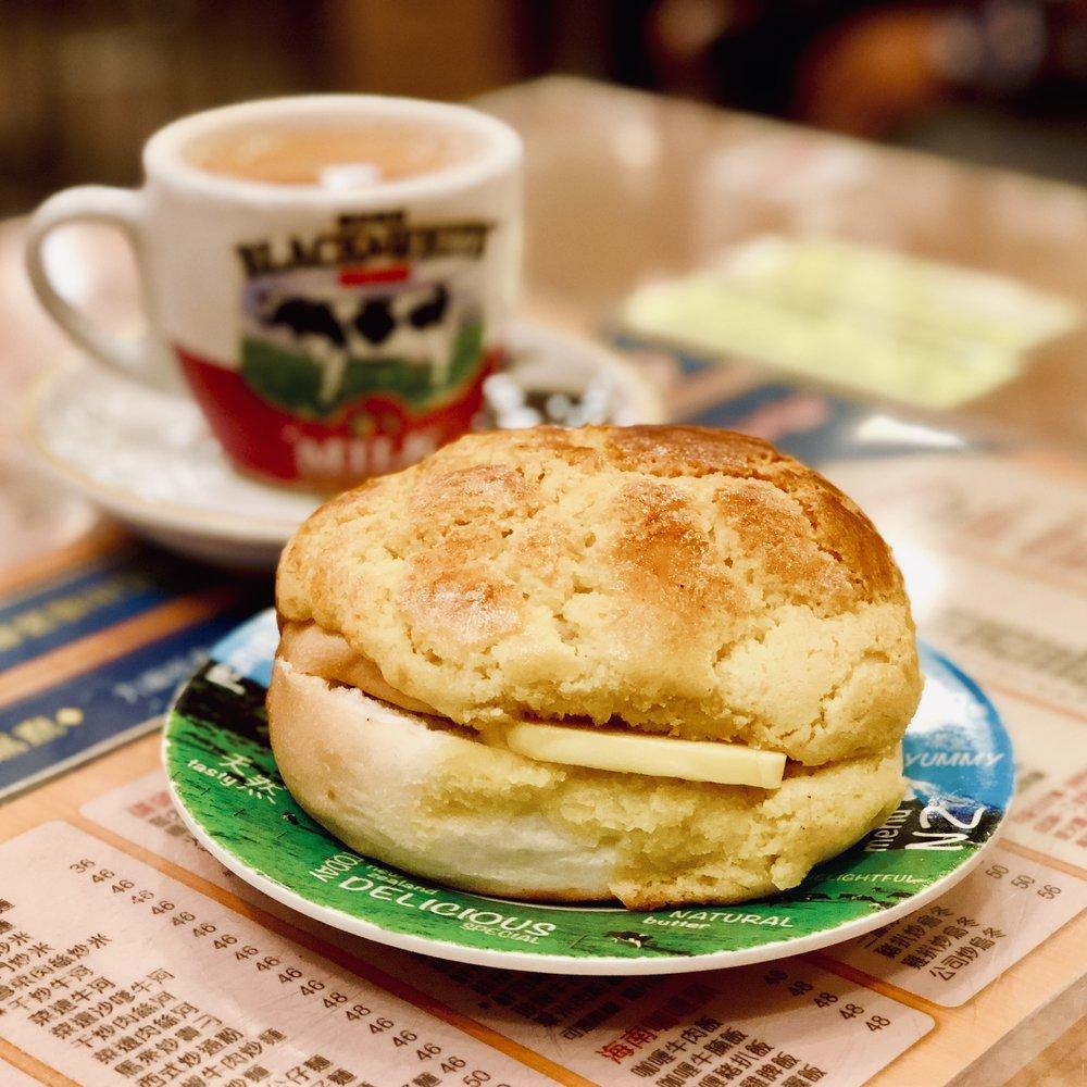 bo lo yau and milk tea at Kam Wah Cafe