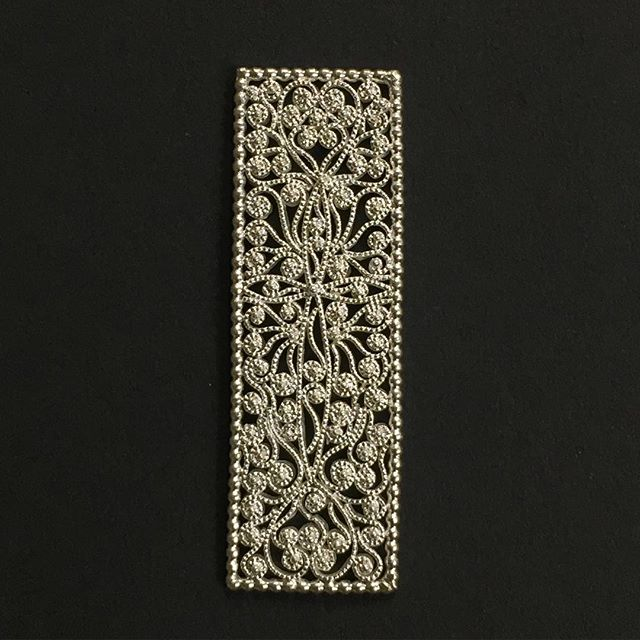 Filigraner Zierteil einer Halsschließe in Silber #jewelery #tradation #accesories #style #crystals #instajewelery #jewelerygram #blogger_at  #necklace #bracelet #ring #gold #handmadejewellery #handmade  #IGjewelery #design #christianhutter  #antiquity #pendolumclock #longcaseclock #jeweleryforsale #watchfam #watches #halsschließen #jagdschmuck #trauringe #trachtenschmuck #igersaustria #austrianblogger #goldsmith