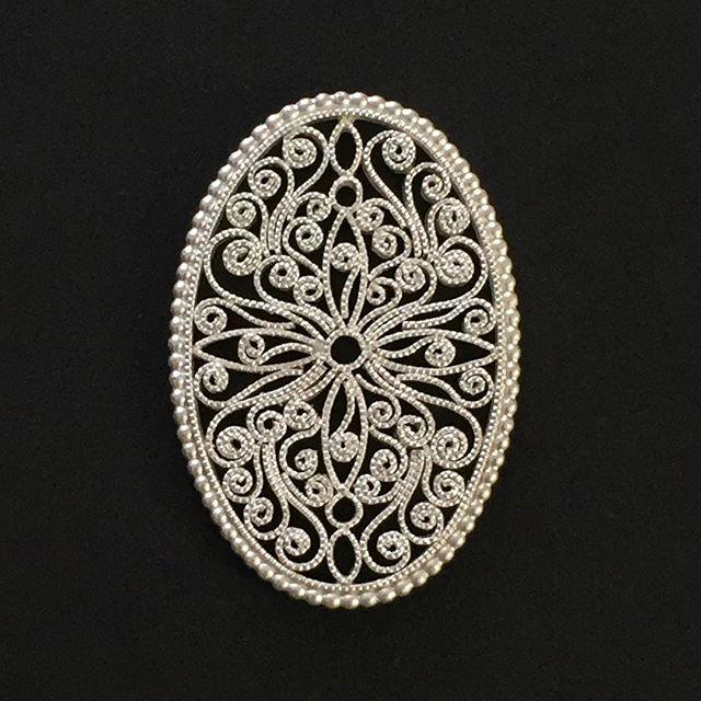 Halsschließenzierteil  #jewelery #tradation #accesories #style #crystals #instajewelery #jewelerygram #blogger_at  #necklace #bracelet #ring #gold #handmadejewellery #handmade  #IGjewelery #design #christianhutter #antiquity #pendolumclock #longcaseclock #jeweleryforsale #watchfam #watches #halsschließen #jagdschmuck #trauringe #trachtenschmuck #igersaustria #austrianblogger #goldsmith