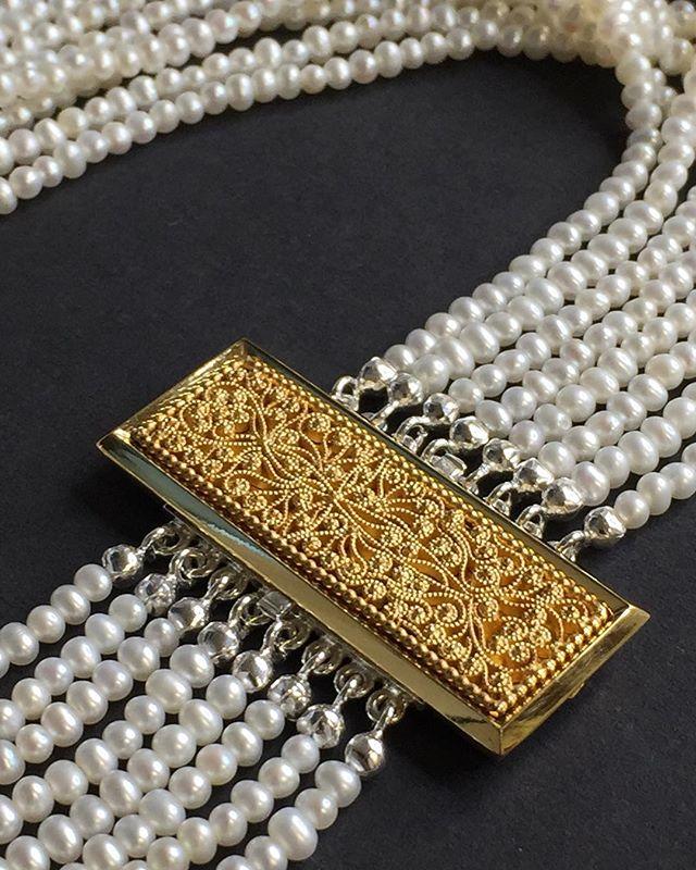 Halsschließe Silber vergoldet mit filigranem Zierteil #jewelery #tradation #accesories #style #crystals #instajewelery #jewelerygram #blogger_at  #necklace #bracelet #ring #gold #handmadejewellery #handmade  #IGjewelery #design #christianhutter  #antiquity #pendolumclock #longcaseclock #jeweleryforsale #watchfam #watches #halsschließen #jagdschmuck #trauringe #trachtenschmuck #igersaustria #austrianblogger #goldsmith
