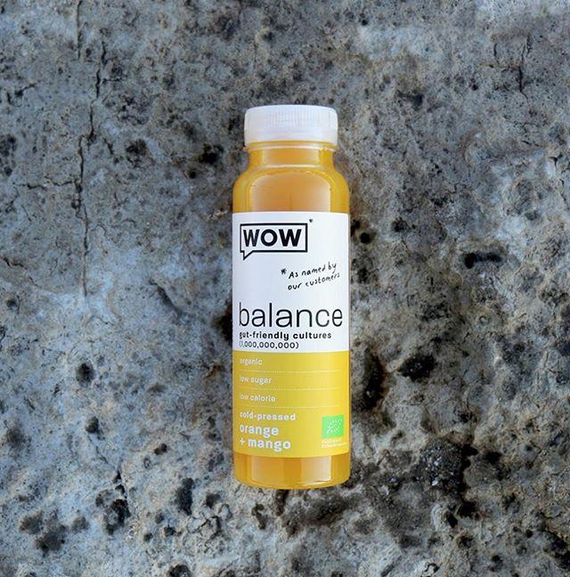 Sei freundlich zu deinem Darm und bleibe diese Woche balanciert.⠀ -⠀ -⠀ -⠀ #drinkwow #gut #veganlifestyle #wowde #nutritionboost #healthylifestyle #juices #vegangermany #vegansofig #lebeimwow #plantbased #drinkintheWOW #balance #food #darm