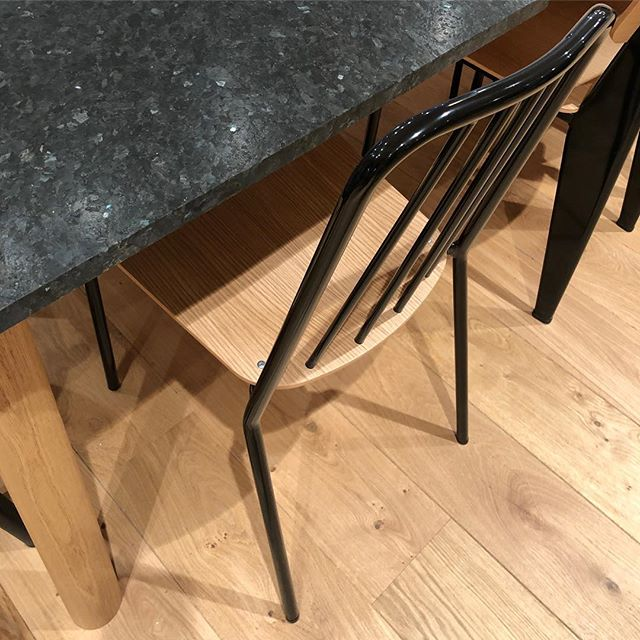 Så plutselig stolen og bordet fra @objektstories hos @spacesworks i Oslo, da fikk jeg testet ut de og!  Veldig fine! 😊 . . . #produktdesign#spacesworks#møbeldesign#interiørarkitekt#interiørarkitektur#interiørdesign#interiørdesigner#kantine#kjøkkeninspirasjon#spisestol#interiørinspo