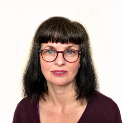 Annika Kristensson, Beteendevetare, Skådespelare, Dramapedagog, diplomerad Psykosyntesterapeut, basutbildad i integrativ psykoterapi, pågående medicine magister i bildterapi