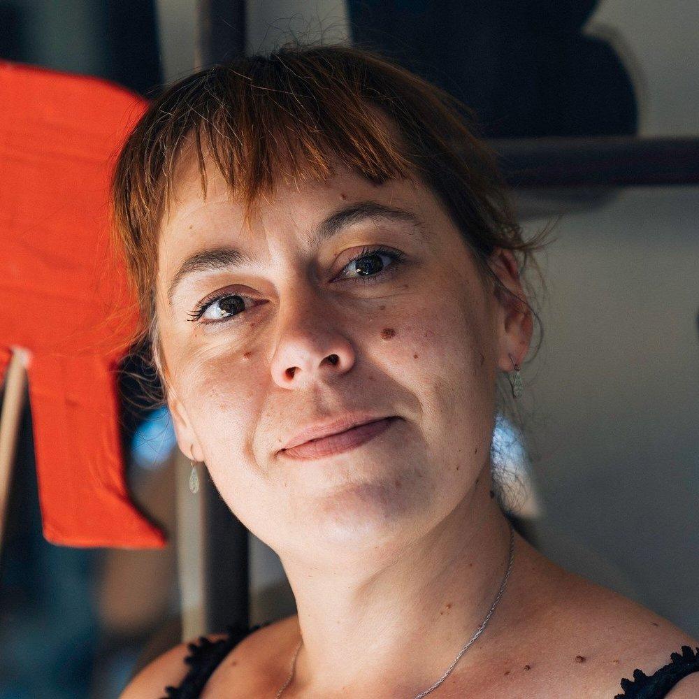 Maja Pegan - trenutno živi in dela v Mariboru. Z področja umetniške grafike in slikarstva je z odliko je magistrirala na Robert Gordon University, Aberdeen, Velika Britanija. Je Dobitnica Ténot foundation štipendije za rezidenčno delo v Camac art Centre. Uspešno se povezuje z grafičnimi ateljeji po vsem svetu, razstavlja na skupinskih grafičnih bienalih v tujini in s svoje delo usmerja v spodbujanje mladih za likovno ustvarjanje. Je samozaposlena v kulturi in članica sveta zavoda Umetnostne galerije Maribor. Pri društvu Hiša!, je predsednica društva, odgovorna za projekte vizualnih umetnosti (razstave, prostorske instalacije in mentor delavnic, tečajev in razvoja idej), pedagoške programe, ustanoviteljica in programski vodja CGU – Centra grafičnih umetnosti in idejni vodja, producent in kustos Grafične pomladi.