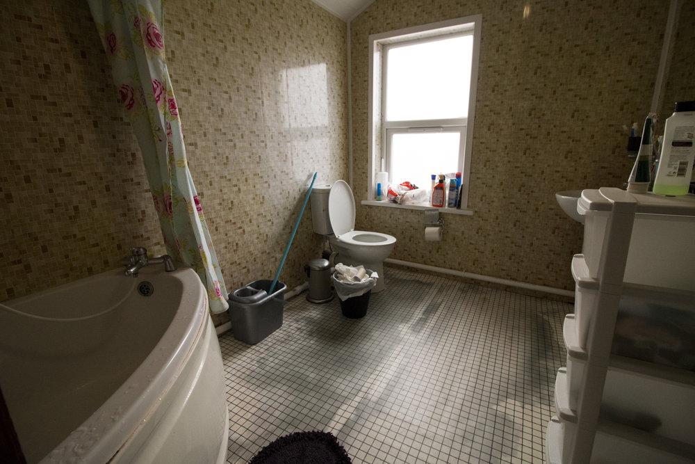 Bathroom 2 .jpg