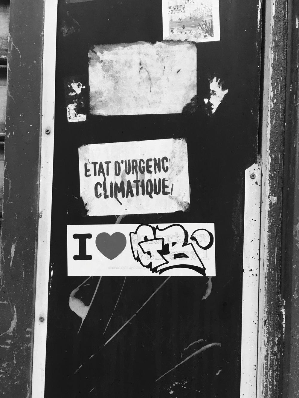 Messages sur un mur dans le 11ème arrondissement de Paris, décembre 2017.