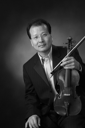Byung-Kook Kwak - Acclaimed as one of the finest violinists of his generation, Byung-Kook Kwak enjoys a multi-faceted career as a soloist, chamber musician, conductor, and educator. From coast to coast, critics have hailed him as a premier violinist whose musical gifts and technical wizardry are powerful and sensitive. Mr. Kwak has performed with orchestras throughout North America, Europe, Asia, and Scandinavia.