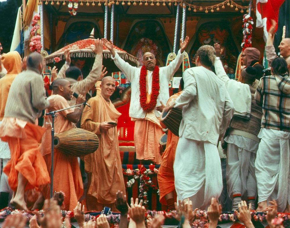 SP-006-Prabhupada-at-ratha-yatra-festival.jpg