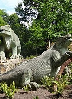 Iguanodon sculptures modelled by Benjamin Waterhouse Hawkins, 1852-4, The Dinosaur Court, Crystal Palace Park, Penge, South London (photo: Ian Wright, Creative Commons)