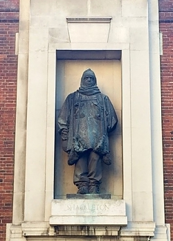 Charles Sargeant Jagger, Ernest H. Shackleton 1932, bronze, Royal Geographical Society, Exhibition Road, London SW7 (photo: 3rd Dimension)