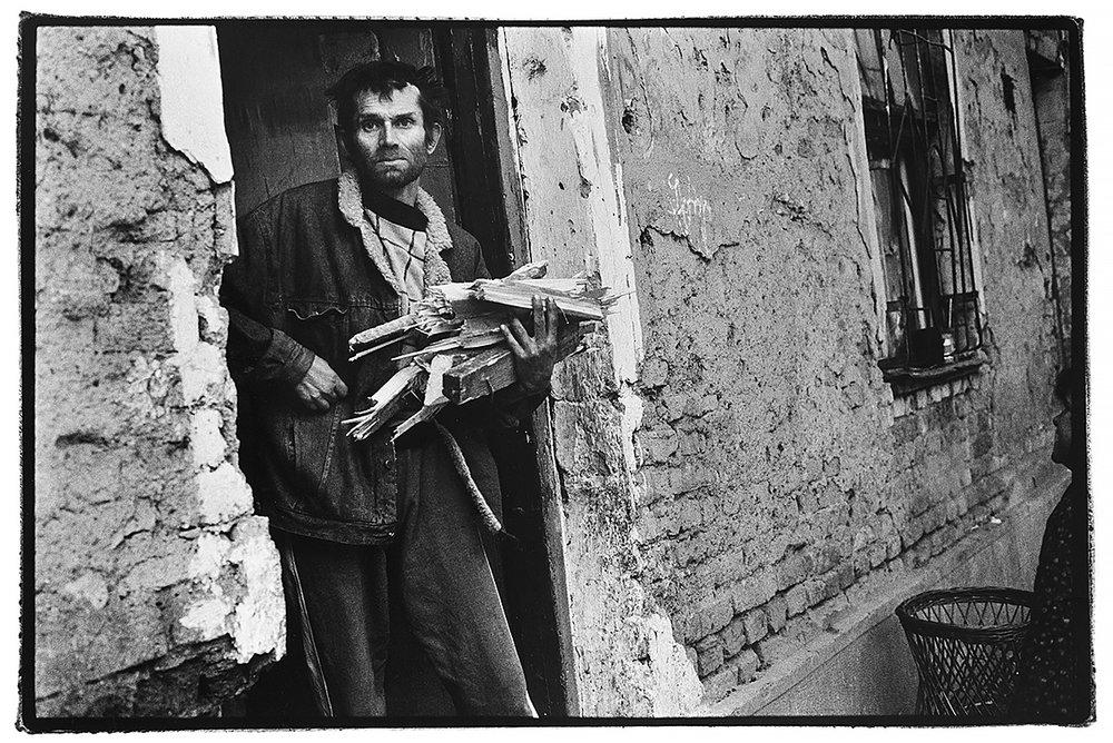 sarajevo-bosnia-firewood-gypsie-war.jpg