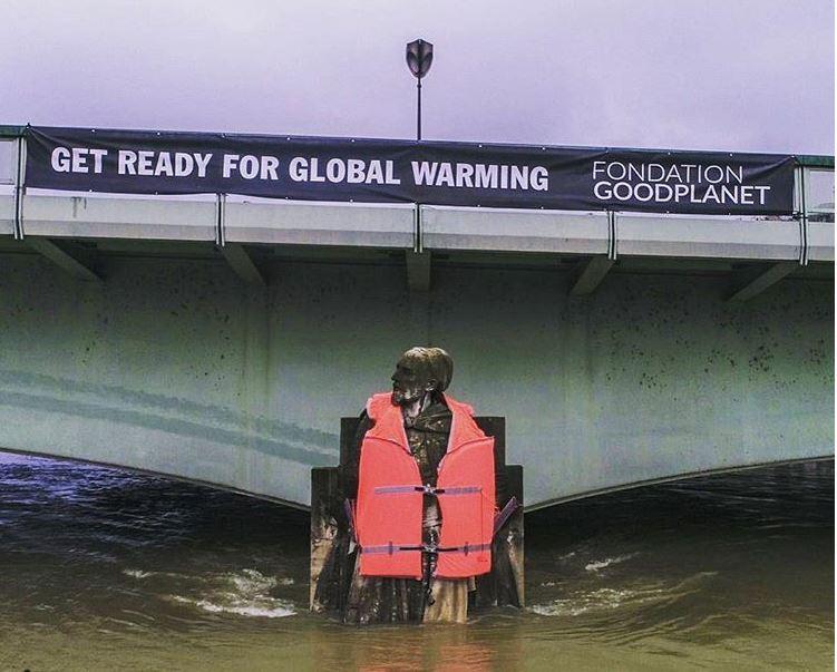 Weather in Paris lifejacket