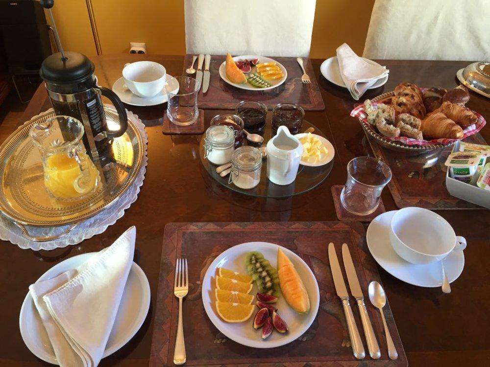 52Clichy-B&B-Breakfast.jpg