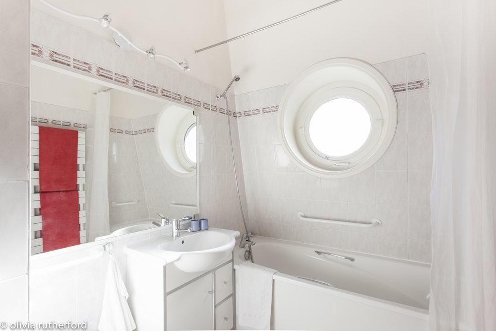 52Clichy-Apartment-bathroom.jpg