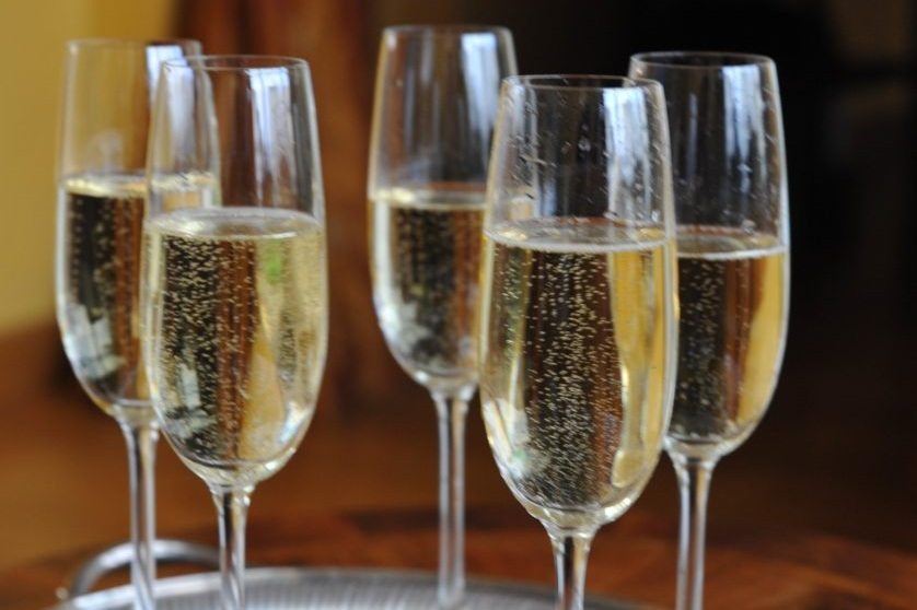 52Clichy-B&B-Champagne-glasses.jpg