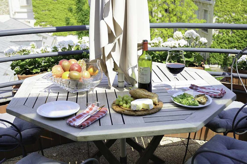 52Clichy-BB-Balcony-Cheese-Wine.jpg