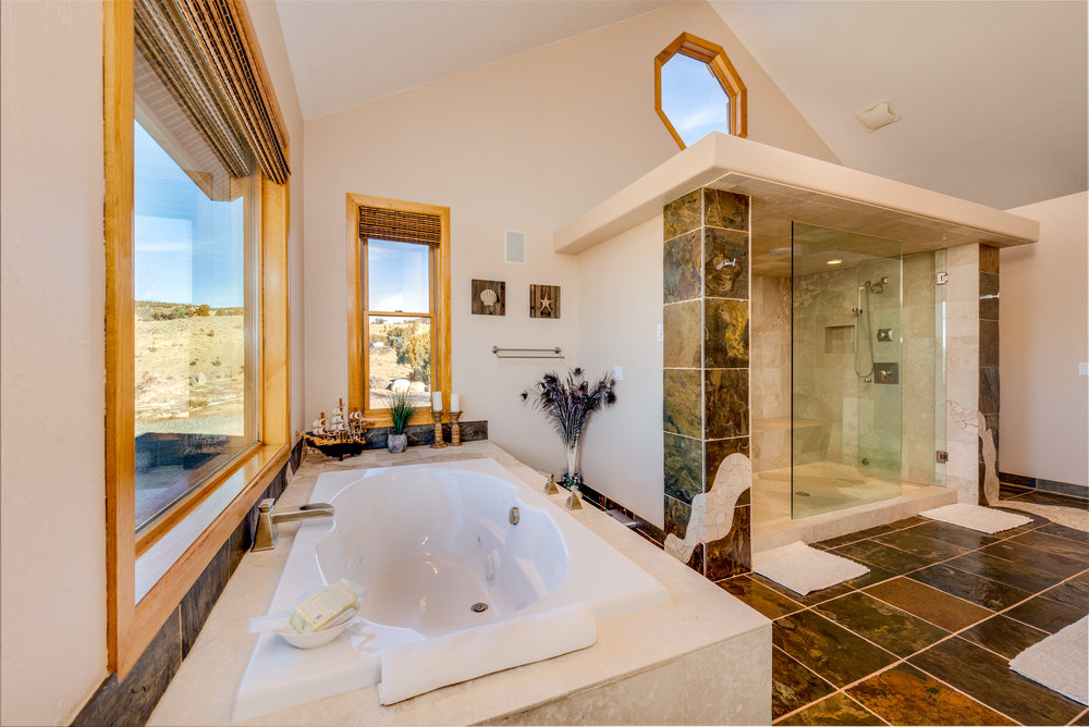 16_Master Bed Bath.jpg