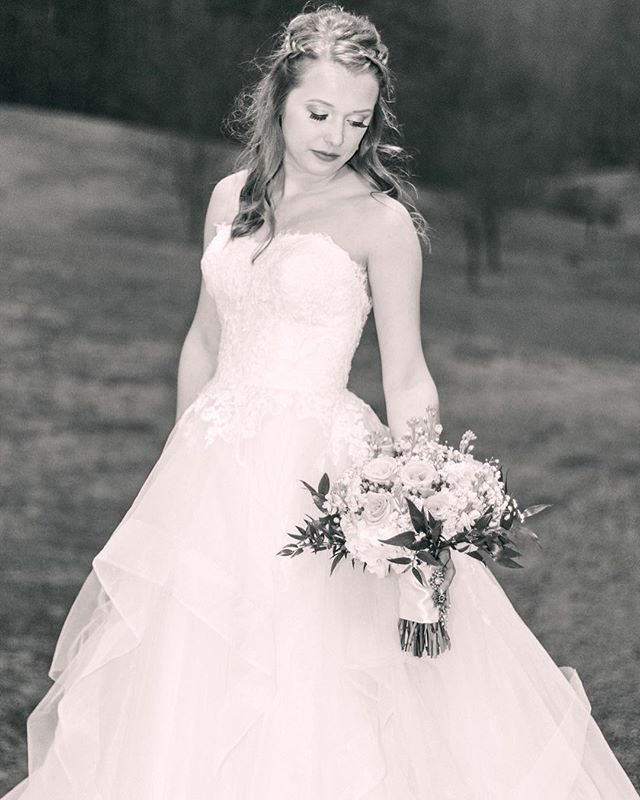 Our first available appointments are now in JUNE! 💜This is the fastest our appointments have ever booked up and we are thankful for the business 🙌🏻 Now is the time for those August and September brides to schedule their 1st fitting 👰🏻 Thank you, Haley, for sharing your beautiful photos!  Photos- @alifesjourneyphotography  Dress- @loveliestbridal  Venue- @sampsonshollow • • •  #supportlocal #supportlocalbusiness #shopsmall #shoplocal #smallbusiness #smallbusinessowner #sew #sewing #seamstress #bridal #bridalsewing #bridalalterations #seamstresslife #lifeofaseamstress #alterations #custom #customfit #brides #weddings #tennesseeweddings #knoxvillebride #knoxvilleweddings #weddinggowns #bridalgowns #shesaidyes #realbrides #weddingplanning #thebigday #tietheknot