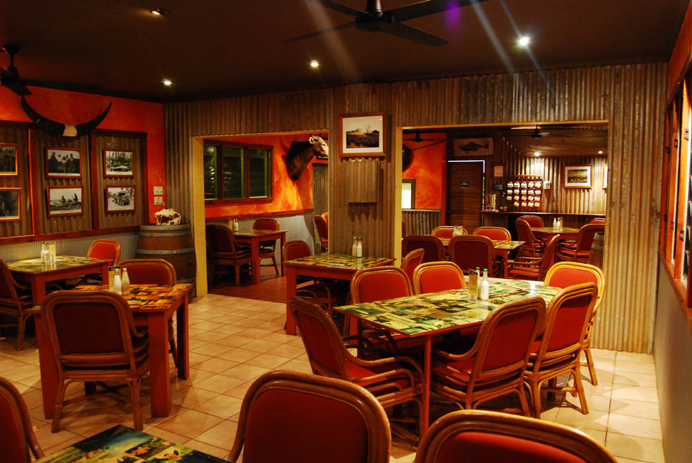 Wetlands Bistro - Evening meals - Adjoining the Saloon Bar is the Wetlands Bistro open daily for evening meals. Evening meals are served between 6pm and 8pm. The Wetlands Bistro is famous for its fresh Barramundi and succulent beef.