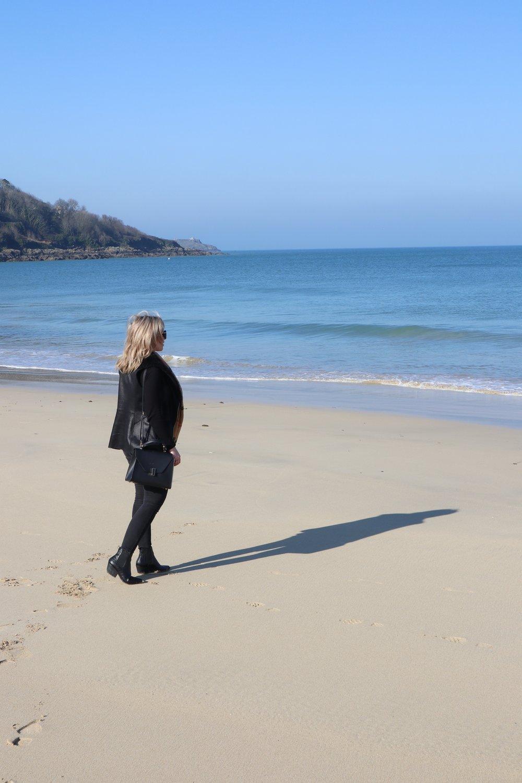 Meet me by the sea - frankie on the beach