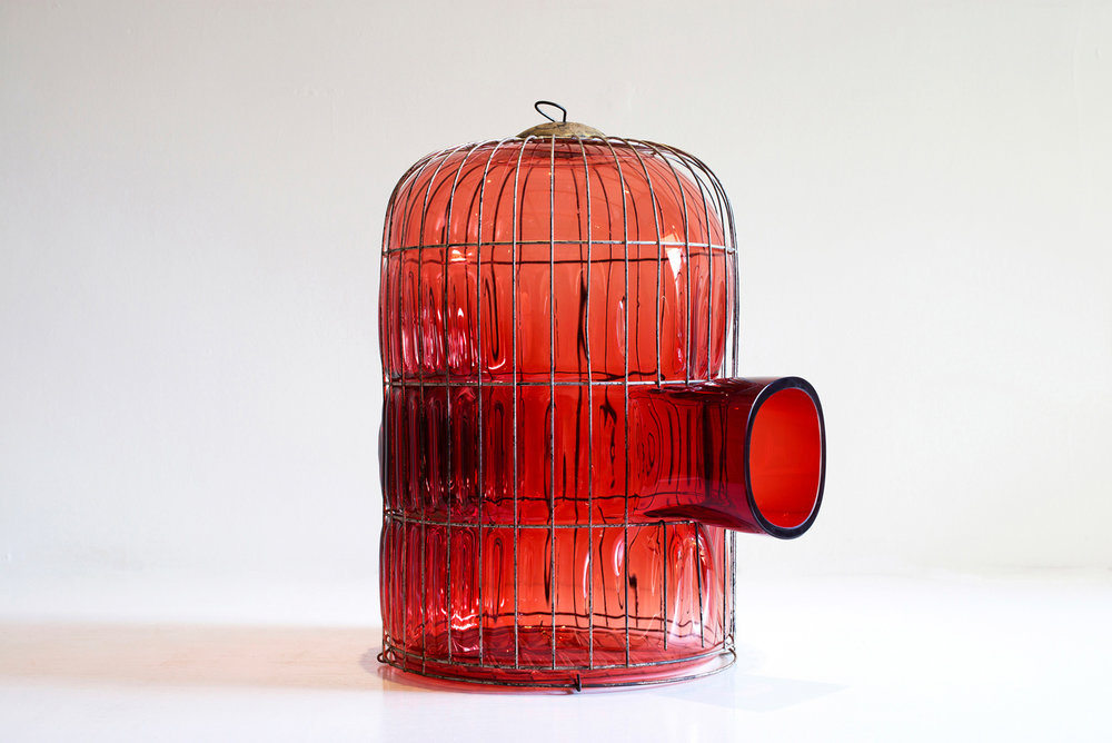 web222-out-of-cage-red-glass-cage-large-gala-fernandez-nouvel-studio-marion-friedmann-gallery-photo-felixfriedmann.jpg