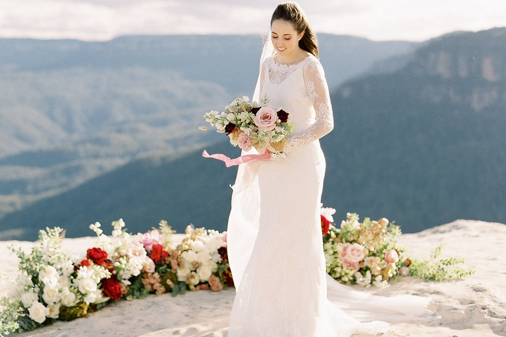 The Wedding Playbook - Picturesque Mountain Elopement Inspiration