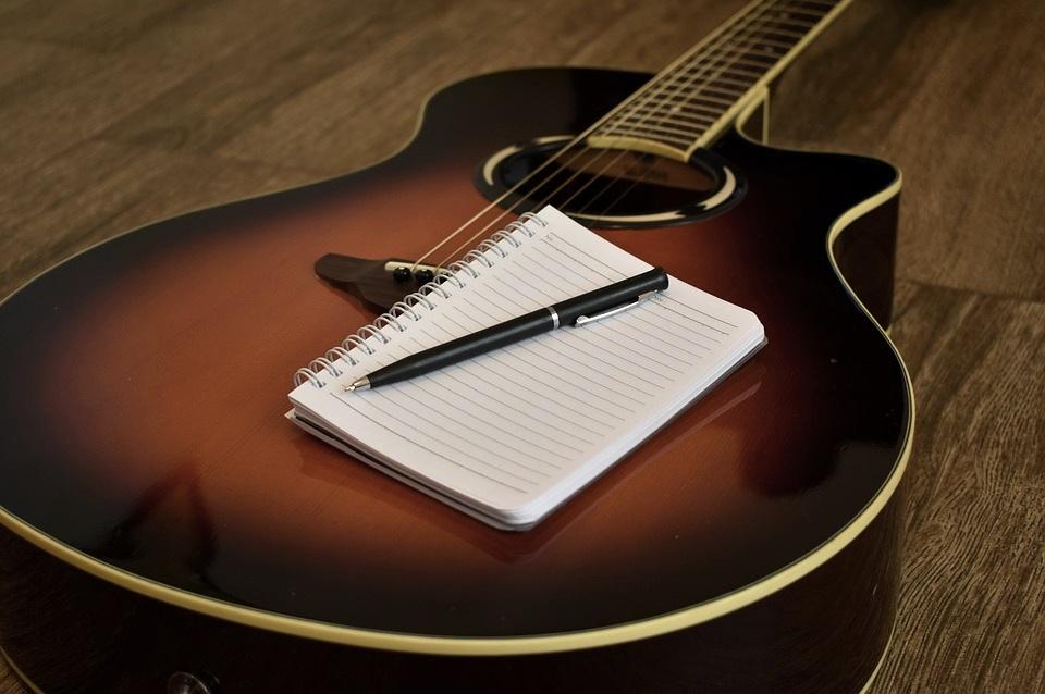 songwriting-2757636_960_720.jpg