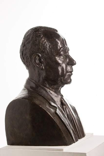 Yitzhak Rabin, bronze bust