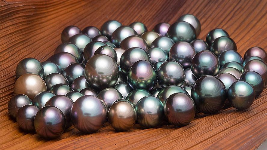 bergman-black-pearls.jpg