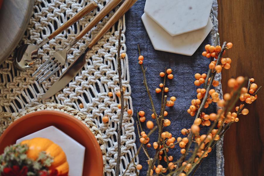 freindsgiving-table-setting-inspiration-dine-x-design