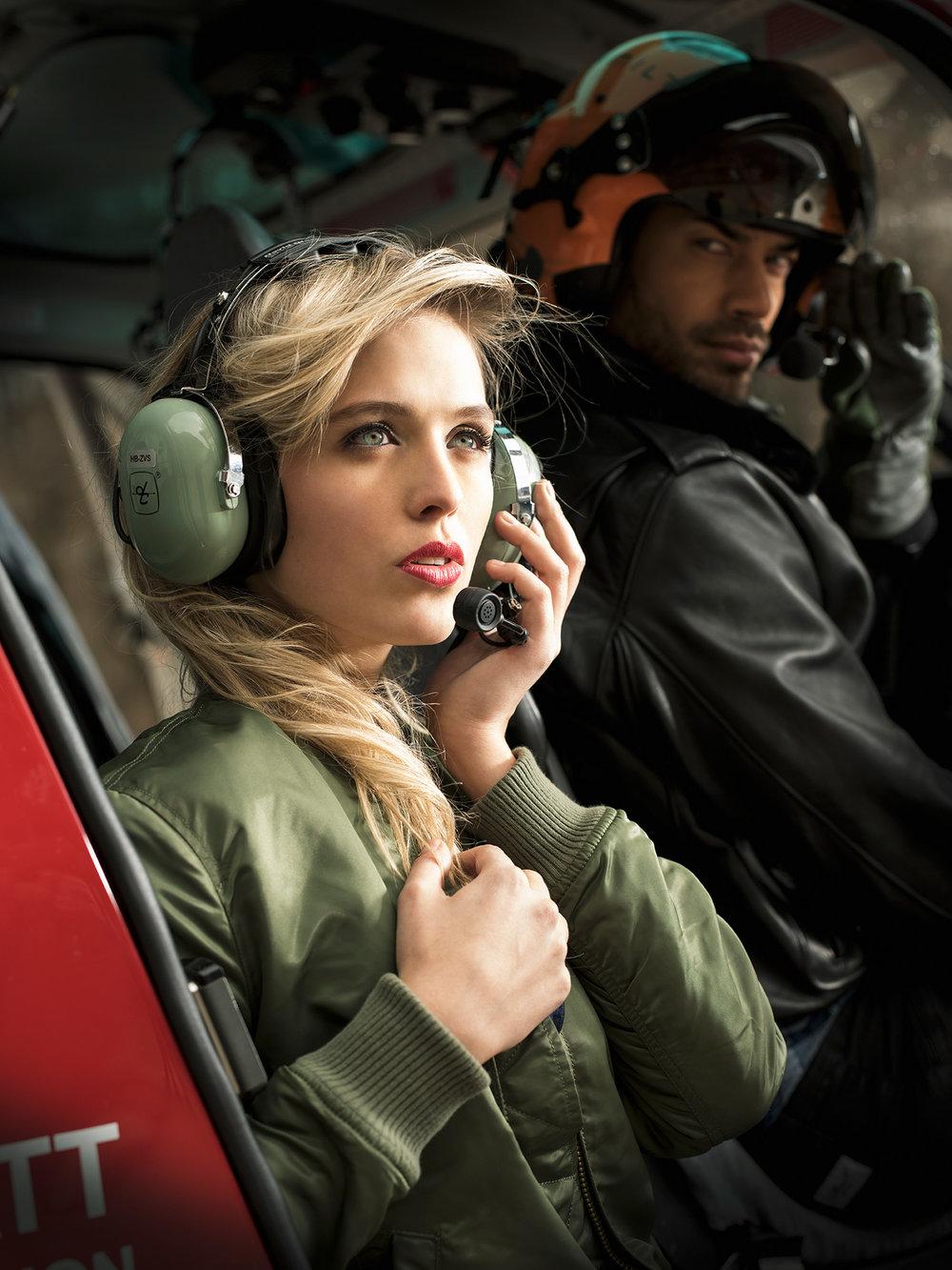 Im Helikopter der Air Zermatt: unsere OLMO Fashion Kalender Models Laura Zurbriggen & Phil Blaze.