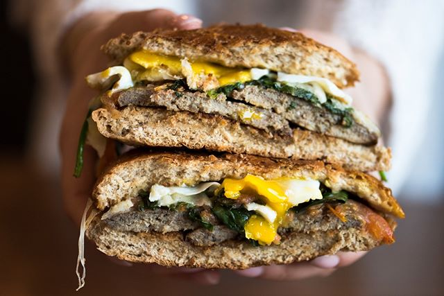 Of course everyone loves an Old School Egg Sandwich, but have you tried our NEW SCHOOL EGG SANDWICH? ➡Maple turkey sausage, tomato, spinach & swiss cheese on a whole grain roll‼