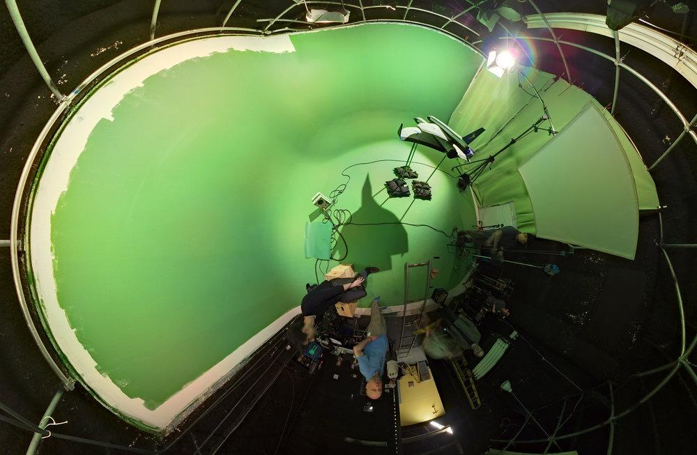 astronaut_green-screen_DEj6D1onHxEc_equirectangular_16384.jpg