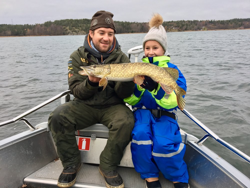 Trofa fiskeguide+barn Julia.jpeg